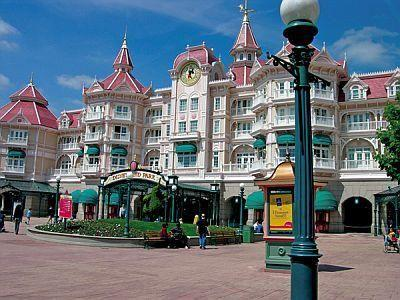 Disneyland Hotel****