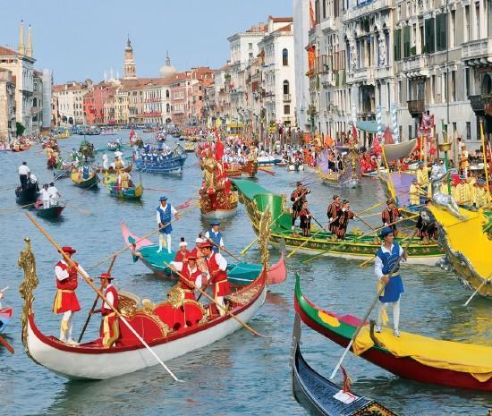 Velence - Gondola Regata Storica