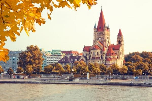 ,,VíziZene Classico Bécstől Budapestig - Amadeus Silver - csoportos folyami hajóút magyar idegenvezetővel