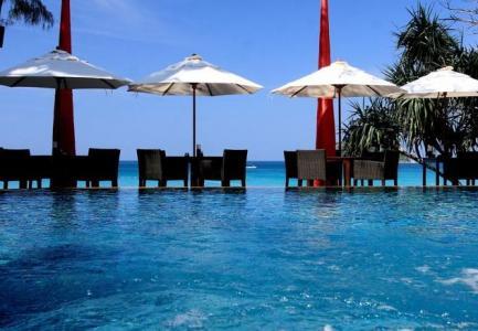 13 éj Phuket Kata Beach Resort ****