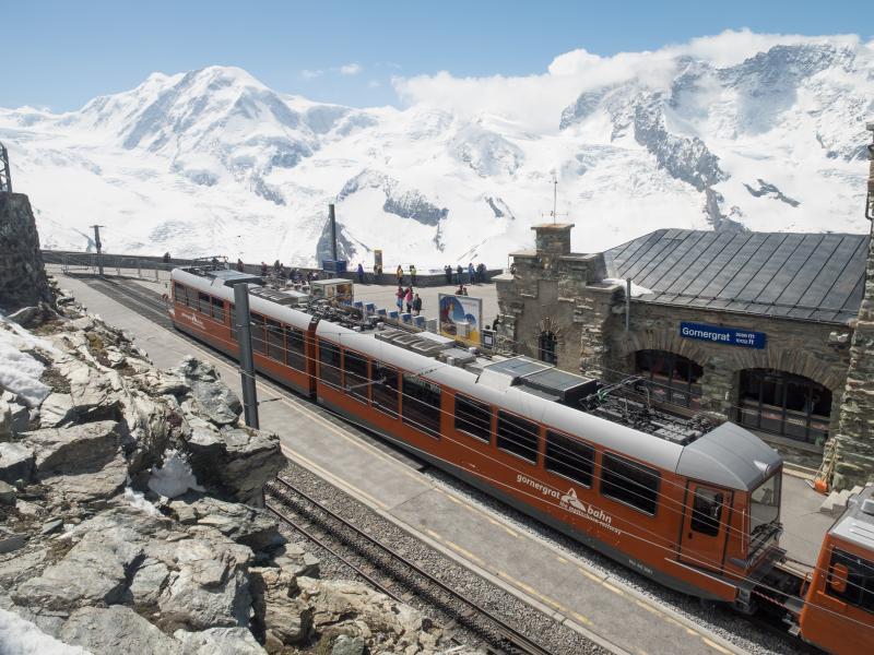 Svájc ikonikus hegyei között utazunk