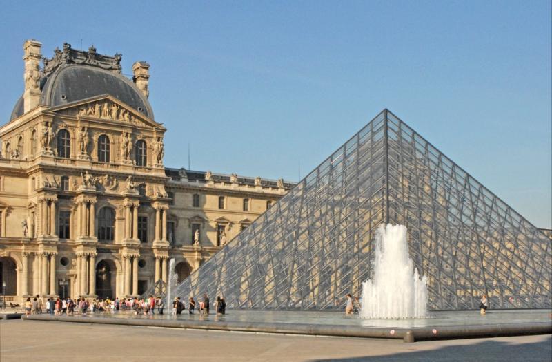 http://backend.aleph.hu/travelmax/public_html/gallery/723758/Le_musee_du_Louvre_(4750261198).jpg