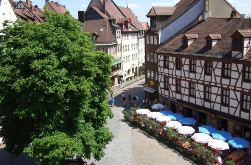 http://backend.aleph.hu/travelmax/public_html/gallery/723758/nuremberg_d_rer_swiss_francs_fachwerkhaus_old_town_sunny-1049869.jpg