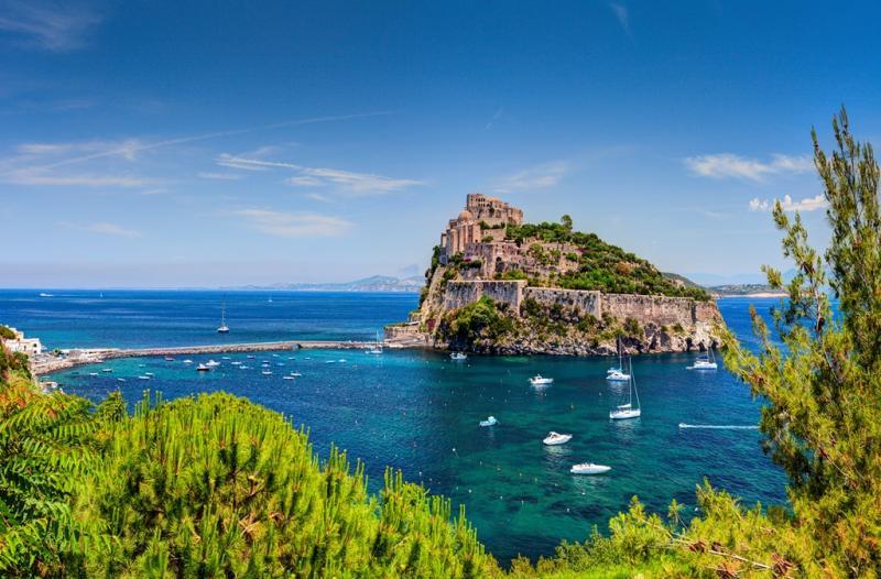A Nápolyi-öböl mesés szigetei