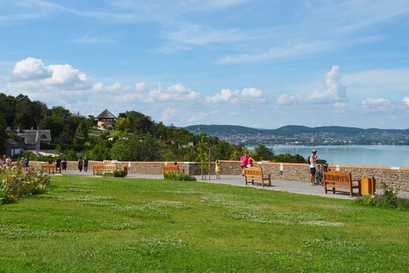 A magyar tenger ikonikus látnivalói borkóstolóval 2021