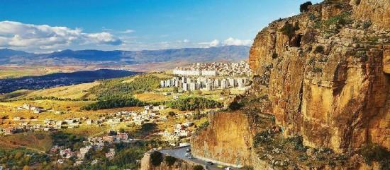 Rejtőzködő Algéria: Rejtő Jenő kalandjai
