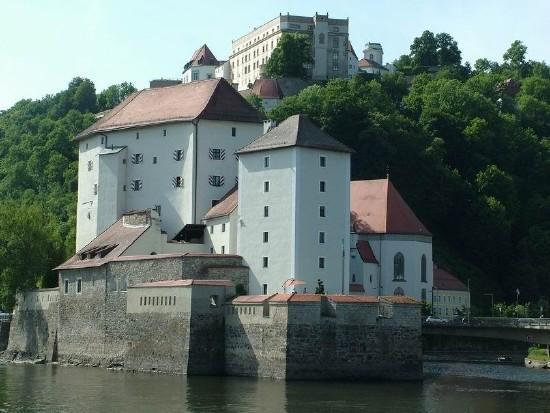 Hajóval Passauba