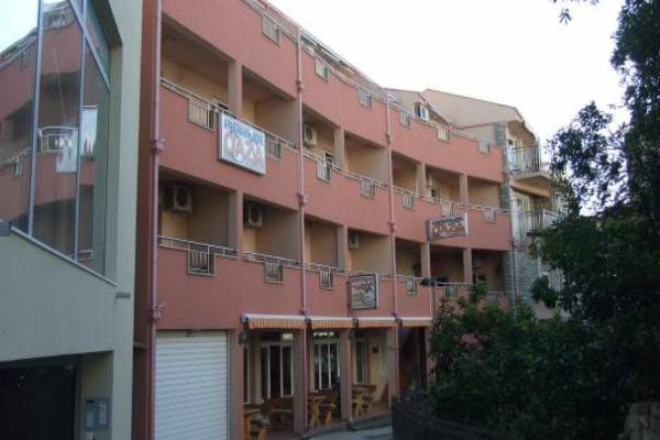 Oázis I apartmanház ***