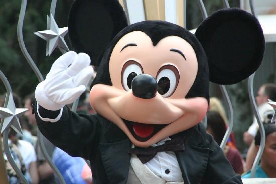 Disneyland Hotel ***** - Szállás és parkbelépő csomag Disneyland Párizs - 2019-20 téli Akció!