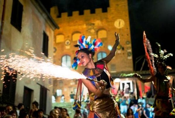 Toszkána és a sokszínű Cinque Terre fürdőzéssel,fesztiválokkal