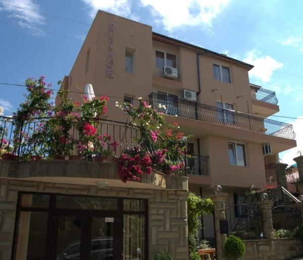 Villa Elinor *** (Busz)