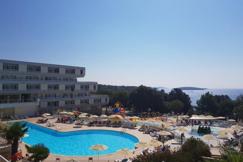 Busszal Hotel Delfin**  - Nyaralás Porecben