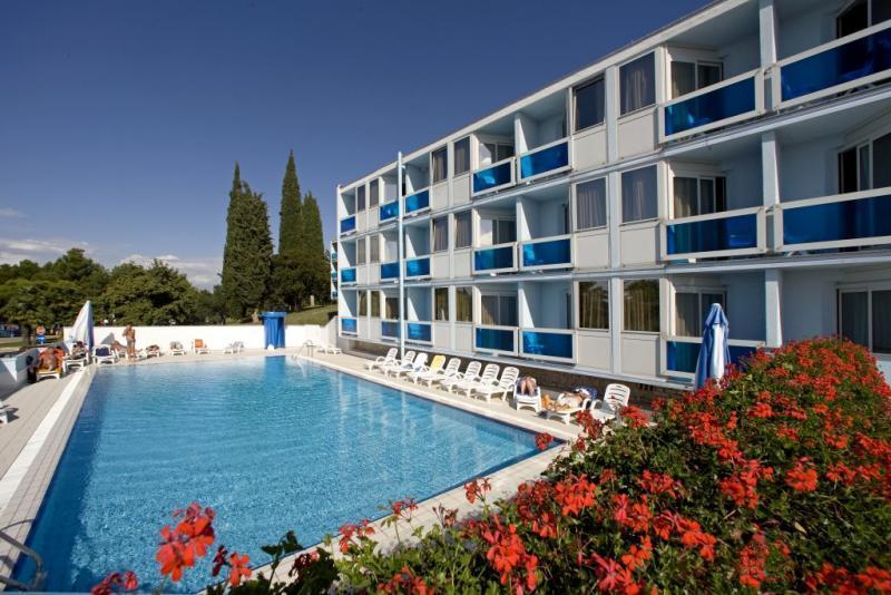 Busszal Hotel Plavi*** - Nyaralás Porecben üdülőjárattal