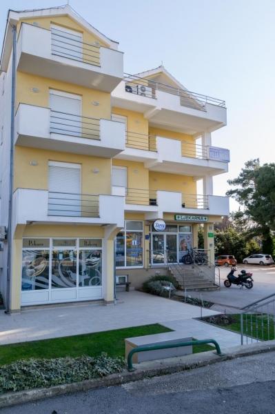 Busszal Fani apartmanház - Zadar üdülőjárattal