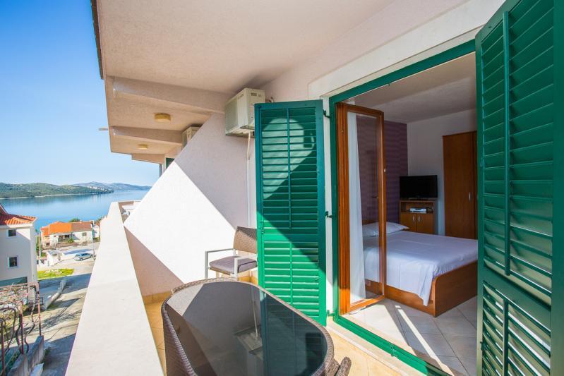 Busszal Mira Apartmanház - Trogir - Nyaralás Trogirban üdülőjárattal