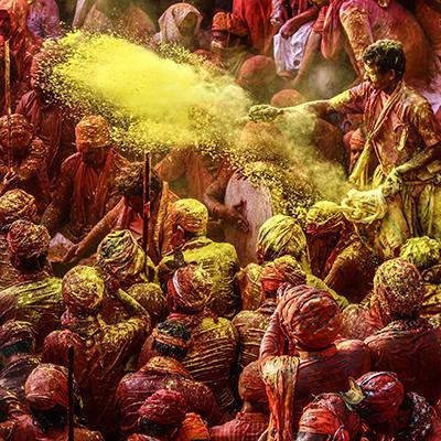 Körutazás Nepálban tavasszal - Holi a színek tavaszi fesztiválja idején
