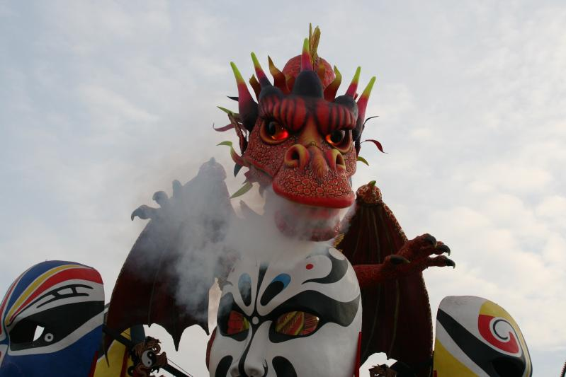 Napfényes Toszkánai karnevál